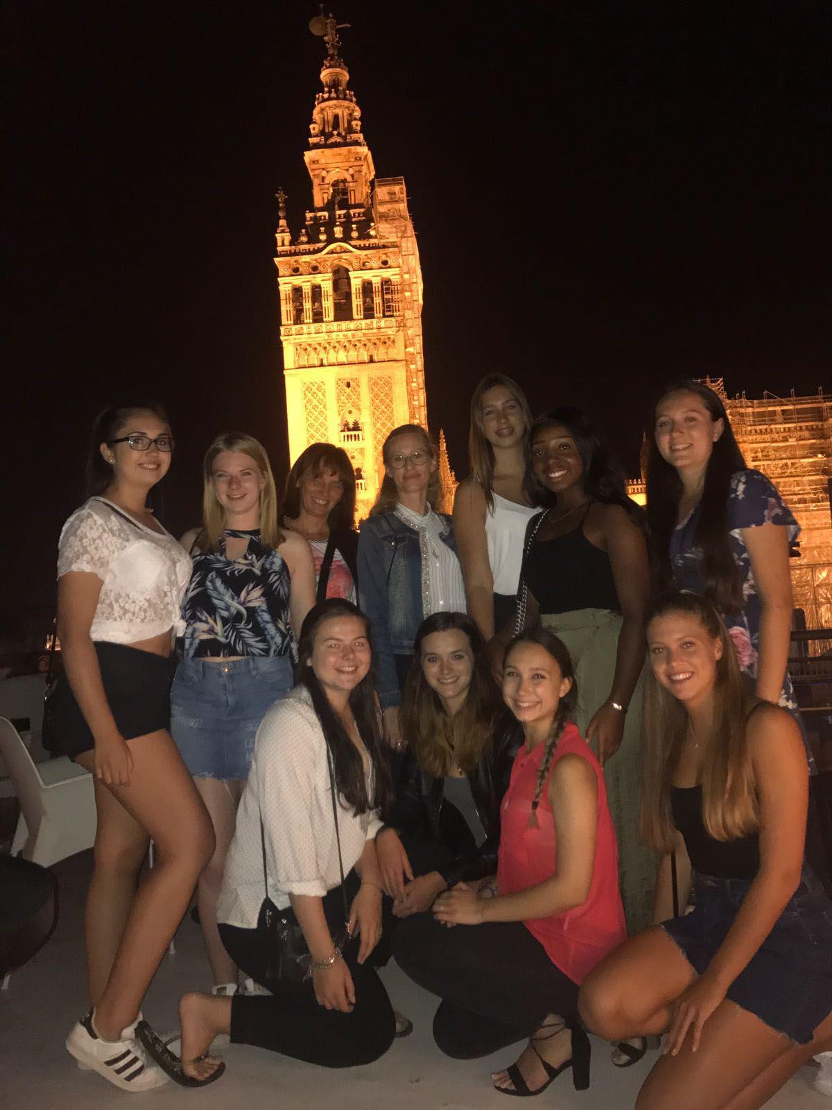 Am-Abend-vor-der-Kathedrale-von-Sevilla-1