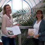 Rosi Partl und Beatrix Rödlach mit ihrem Kochbuch