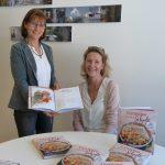 Die Autorinnen Beatrix Rödlach und Rosi Partl sind stolz auf ihr Werk